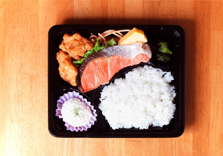 銀鮭とから揚げ弁当
